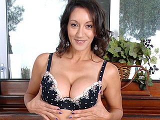 Anilos Persia Monir gently teases her super unshaved mother i'd like to fuck vagina