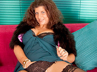 Gilly stuffs her thick cougar snatch with the rabbit toy