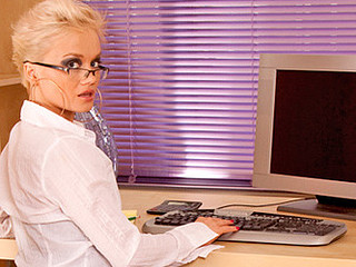 Short haired golden-haired secretary bonks her cookie with a vibrator