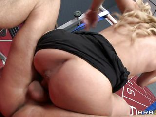 blond hottie fucking in the gym room