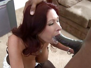 Tiffany Mynx takes a huge 10-Pounder down her throat