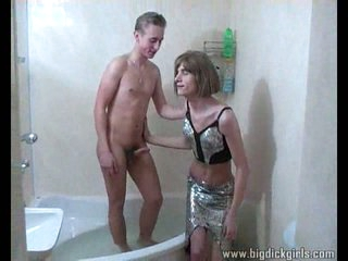 Teen crossdresser acquires analed hot