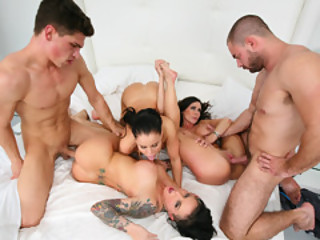 3 Hottie And Two Man Meats