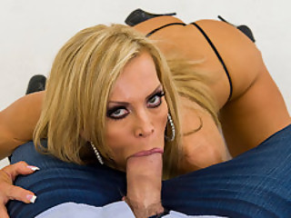 Photo Session With Hot MILF Amber Lynn