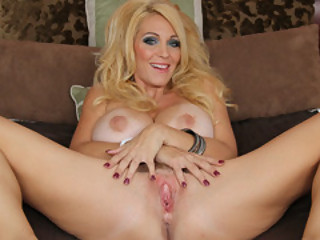 Sultry Mamma Charlee Pursue Suggest Her Snutch