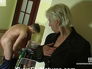 Penny&Mike horny mommy on episode