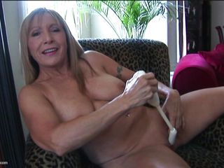 american mature with natural tits
