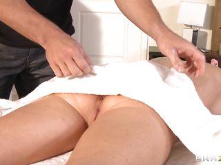 veronica avluv receives fucked at massage