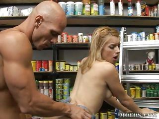 lexi belle, pet store worker, gets her beaver fed!