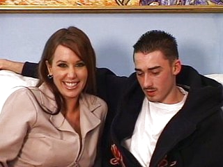 MILF likes young 10-Pounder