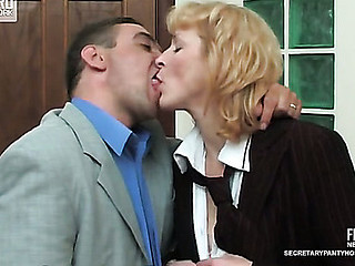 Emilia&Desmond secretary hose action