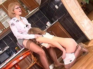 Esther&Florence live lesbo aged action