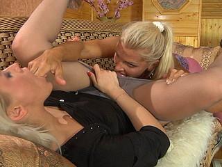 Susanna&Hannah wicked hose clip