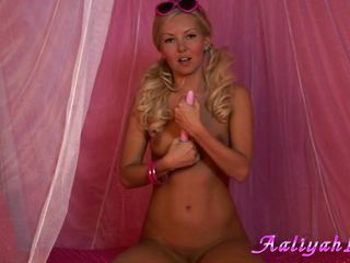pink fuck: aaliyah and her feminine masturbation