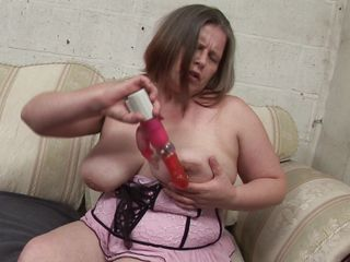 european aged and her big dildo