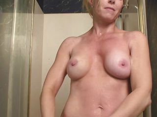 i`m a sexy blonde aged who`s cumming