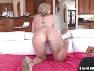 sara jay - the sexy milf with a giant booty!