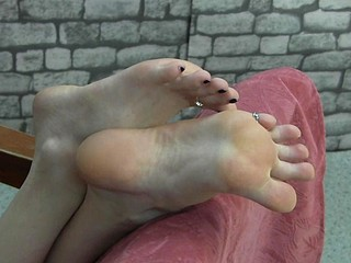 Bound hottie displays her sweet and succulent toes