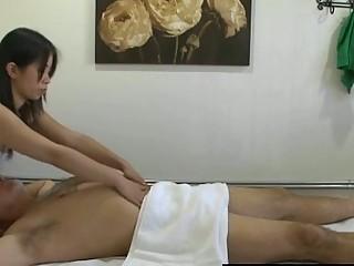Thai masseuse fucks client and makes him cum