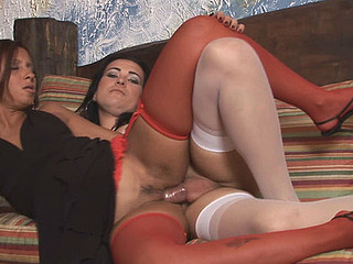 Nicole&Suzy shemale screwing hotty on clip