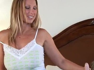 Devon Lee rides the sybian for some screamin\' orgasms