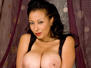 Breasty cougar fucks her wet cum-hole with a vibrator