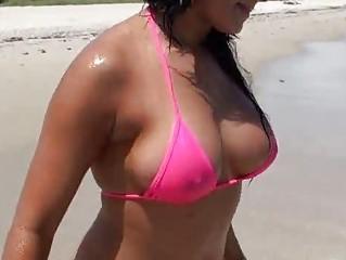 Latina belle Lisa in bikini picked up and fucking