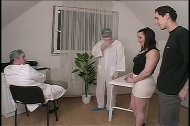 Chubby babe in a hot bisexual threesome