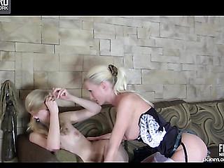 Gloria&Paulina nylons lesbian movie scene