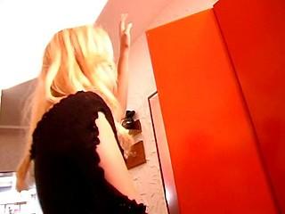 This slut copulates her older stud on the floor of their bathroom