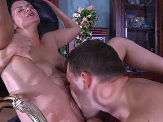 Emilia&John seductive mommy in action