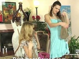 Joanna&Dolly kinky pantyhose action